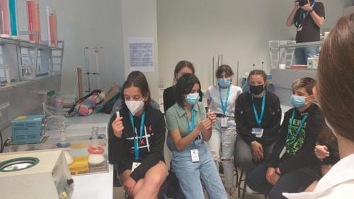 O que nos gusta un laboratoria ás/os xuvencientíficos!!! Este é da facultade de Ciencias.